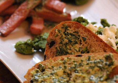 Bread with spinach and garlic butter