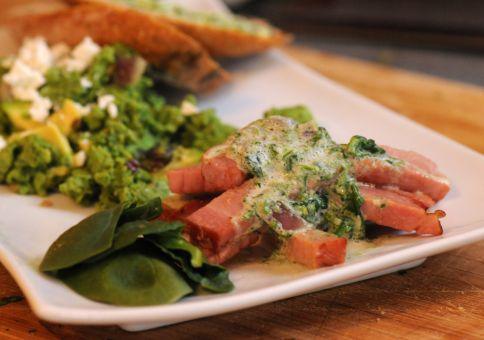Ham with spinach cream sauce