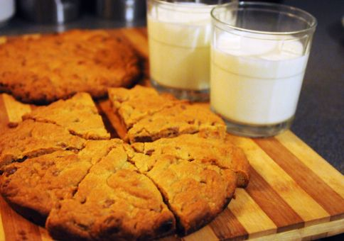 140) Bake a giant cookie