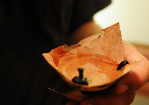 78) Make a birch bark cup
