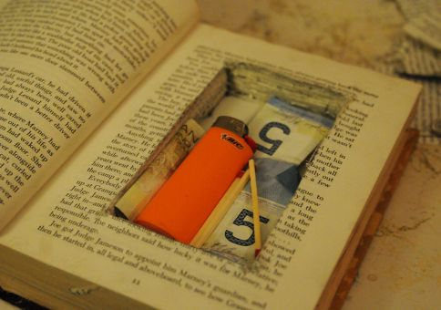 284) Make a secret hideaway book