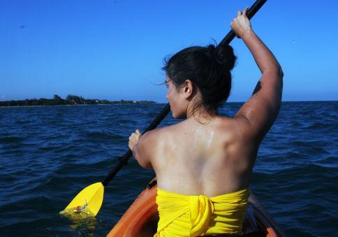 36) Kayak in the sea